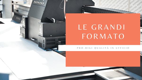 Immagine che ritrae una stampante grande formato con scritta sopra